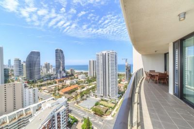 200sqm Apartment with Exclusive Sky-Terrace!