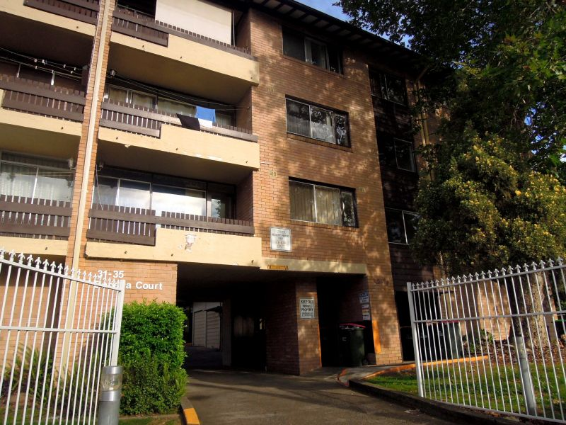 2 BEDROOM UNIT CLOSE TO ALL AMENITIES