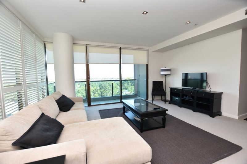 Metropolis: Stylish, Fully Furnished & Perfectly Positioned!