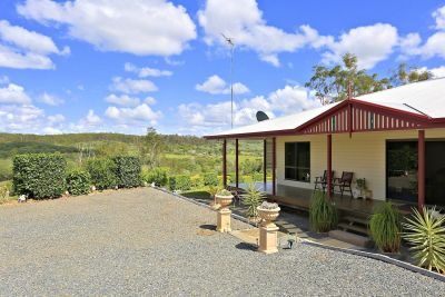 3 BEDROOMS + 2 BATHROOMS ON A PANORAMIC 12.5 ACRE ALLOTMENT