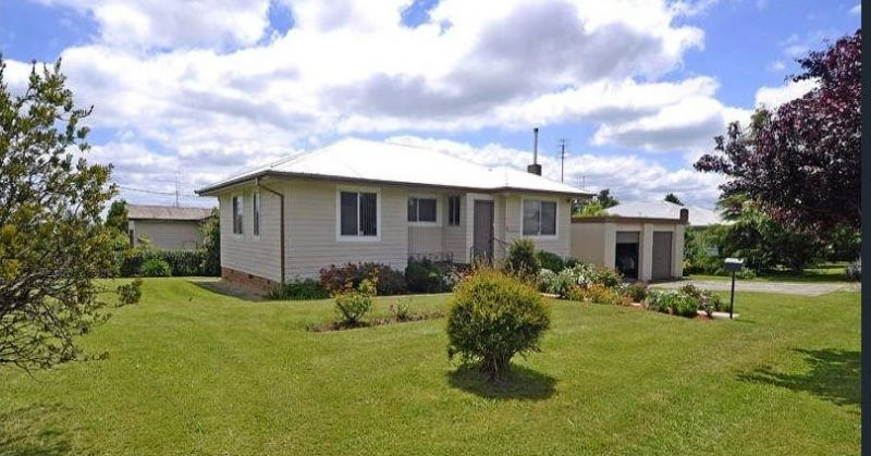 CONVENIENTLY LOCATED 3 BEDROOM HOME WITH DOUBLE GARAGE