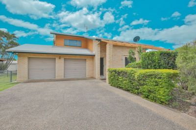 SPRAWLING FAMILY RESIDENCE IN CONVENIENT SPOT! IDEAL FOR THOSE WITH EXTRA VEHICLES!