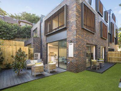 Deluxe new residences with wraparound garden