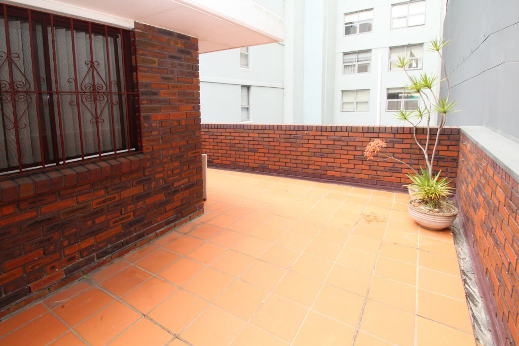 SPACIOUS ONE BEDROOM WITH LARGE ENTERTAINERS TERRACE!
