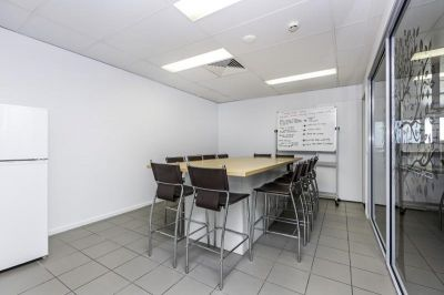 PREMIUM OFFICE SUITED TO PROFESSIONAL USERS