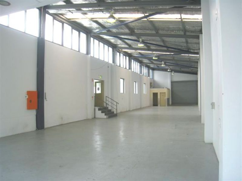 GREAT OPPORTUNITY - UPPER LEVEL OF FREESTANDING BUILDING
