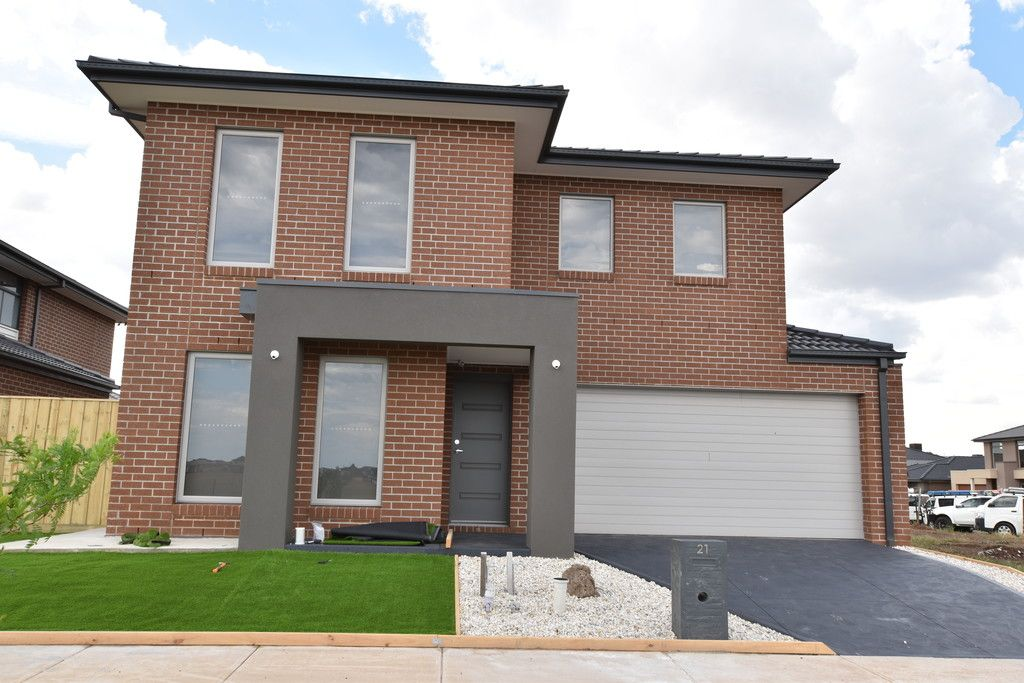 FIRST CLASS TENANT WANTED! Located in Upper Point Cook, This Double Storey 6 Bedroom Family Home Has The Room You Need!