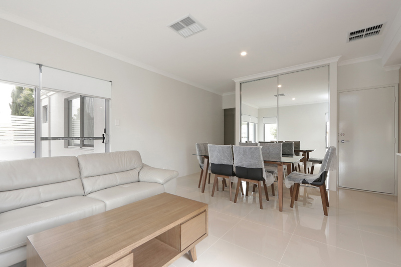 SUPERB LOCATION MODERN NEAR NEW FAMILY HOME
