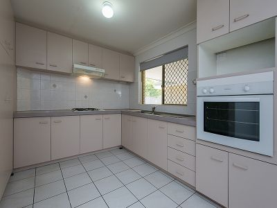 CLOSE TO THE EAST VICTORIA PARK PRIMARY SCHOOL - CLOSE TO THE SHOPS - CLOSE TO EVERYTHING YOU WILL NEED!