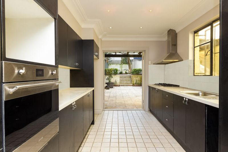 Sophisticated terrace, top leafy avenue