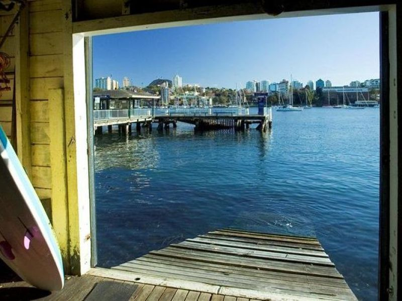 Kurraba Point Waterfront Large 1 Bedroom Apartment