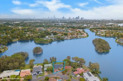 Gorgeous North to Water Residence with Skyline Views! 1278m2 Waterfront Block!