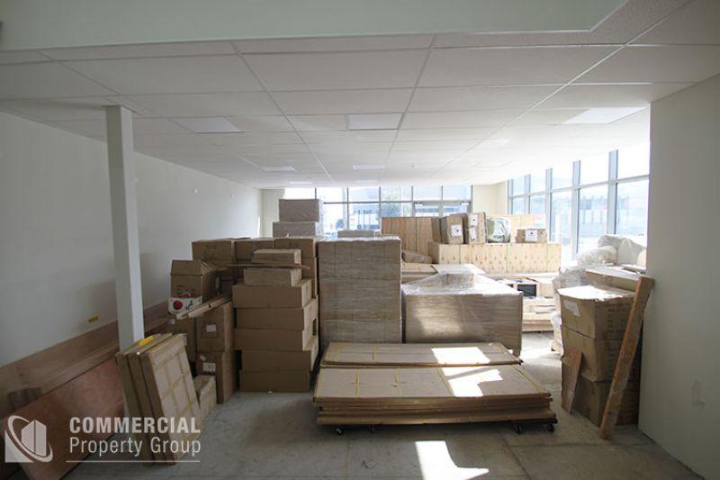 NEAR NEW SHOWROOM & WAREHOUSE 577m²