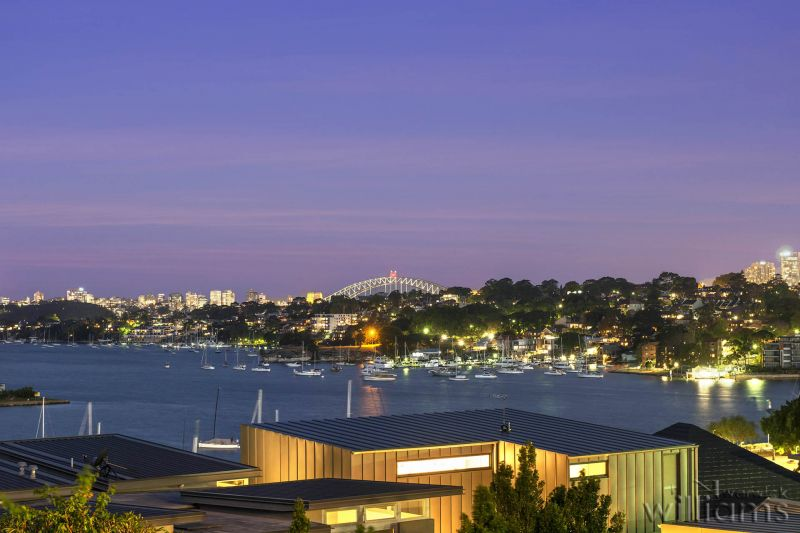 High-End Luxury with a Dazzling Harbour Panorama