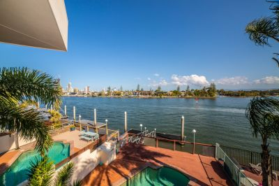 LARGE MAIN RIVER VILLA - IDEAL FOR BOAT LOVERS