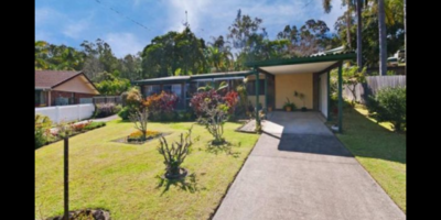 This residence is super family friendly as it is located just minutes from Schools, Shops, Public Transport and the pristine waters of Burleigh Beach!