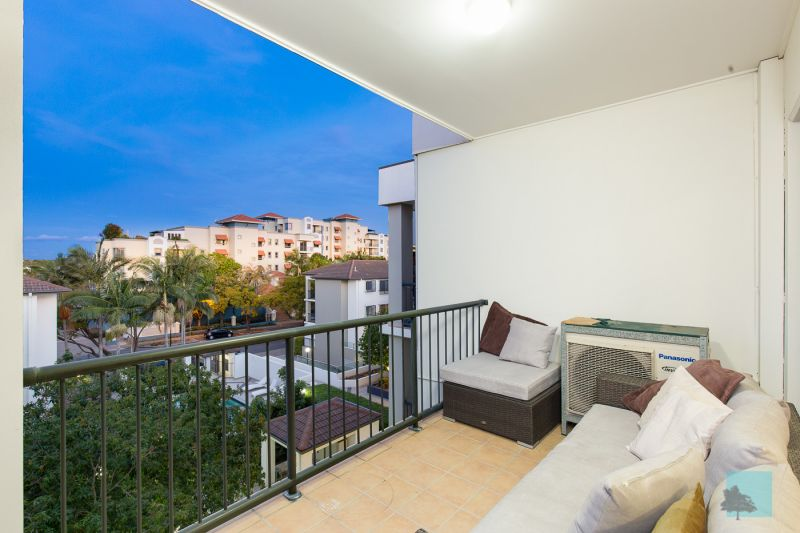 Top Level, Spacious, Low Body Corporate! Best Value In Newstead!>