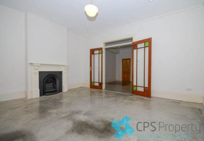 FULLY SELF-CONTAINED RESIDENCE WITH VICTORIAN CHARM & SECURE PARKING