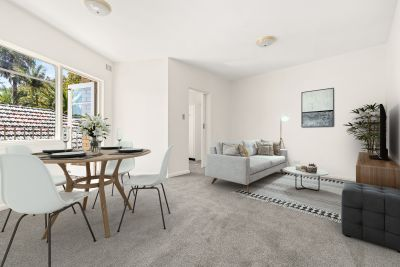 SOLD - Stunning Bronte position with light and sun. Walk to beaches, shops and schools. Freshly painted and carpeted.