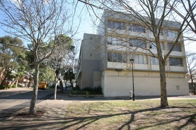 The Perfect Studio Apartment In A Convenient Location (Entrance via Plinkett Street)