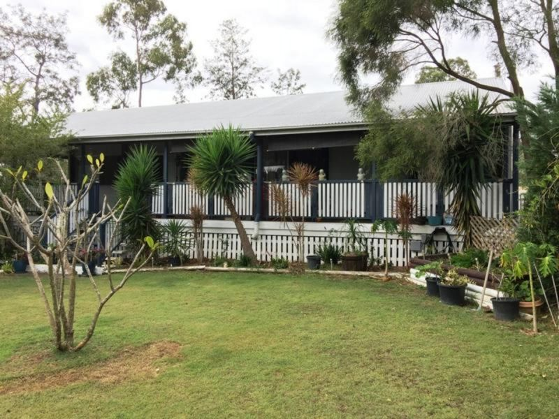 5 bed + Huge Carport - Close To Everything