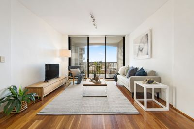 Renovated North facing apartment with LUG