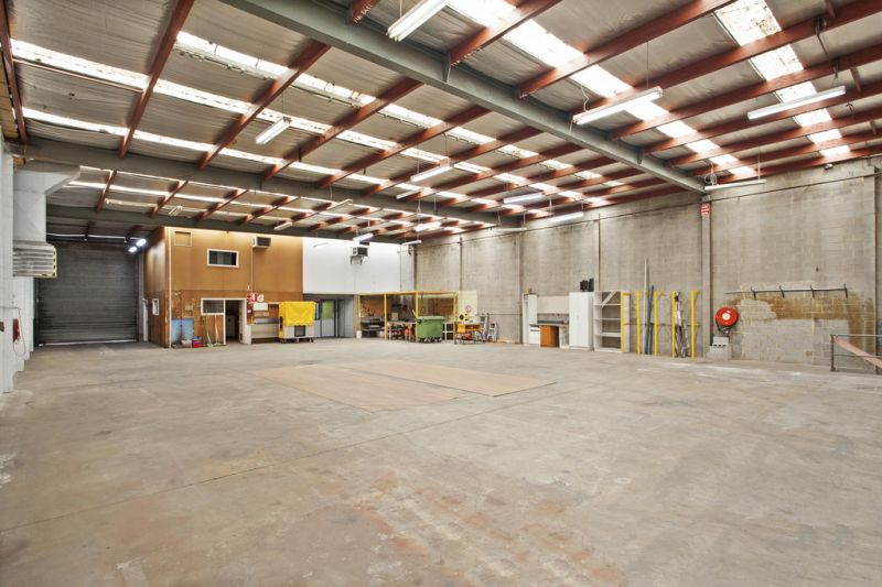 OFFICE / WAREHOUSE WITH CONTAINER HEIGHT ACCESS