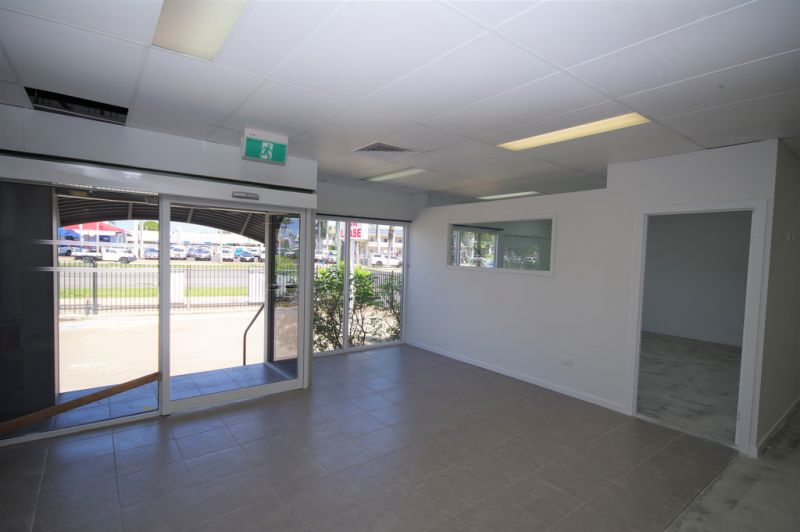 Office/ warehouse with secure hardstand