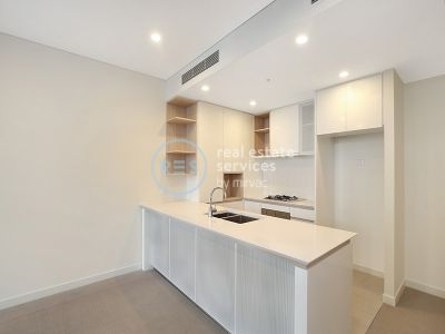 Sunny 2-Bedroom Apartment with Parking in Waterloo