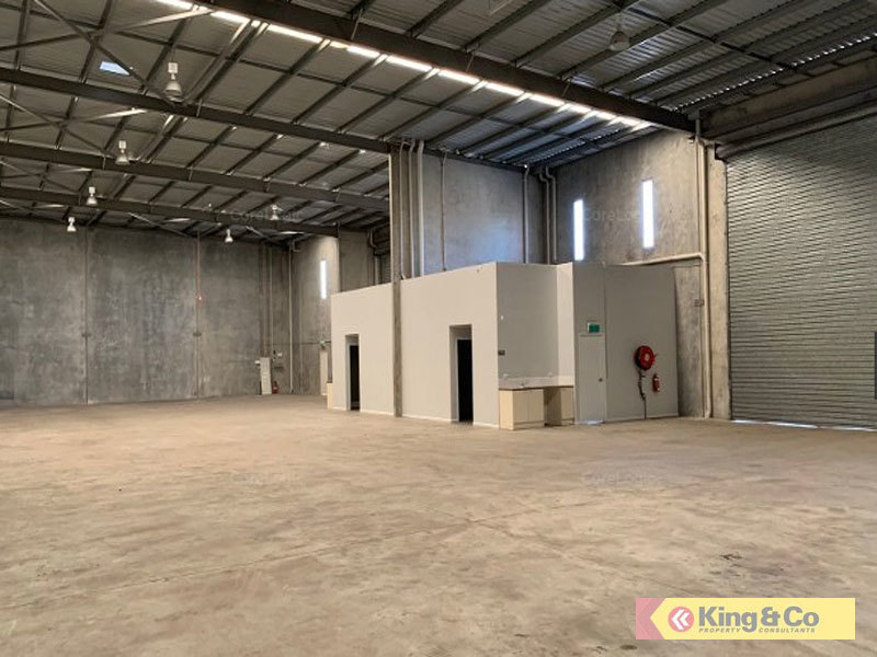 OFFICE / WORKSHOP / WAREHOUSE WITH FUNCTIONAL HARDSTAND