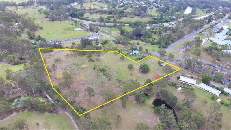 2.61 HA RARE ACREAGE LIVING IN THE HEART OF WATERFORD