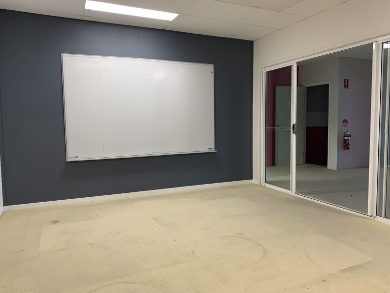 Affordable Central Burleigh Office Location