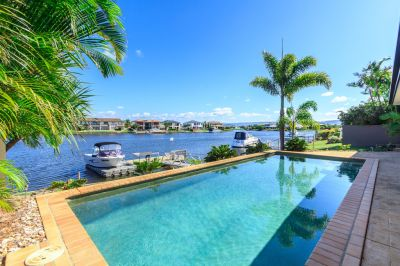 Spectacular Views from this Immaculate Lowset Waterfront