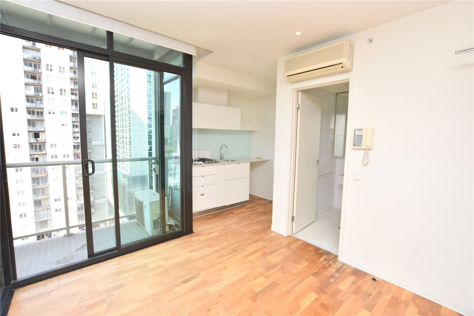Fantastic One Bedroom Apartment in CBD with Floorboards!