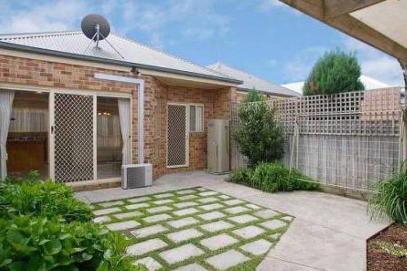 2/182 Verner Street East Geelong