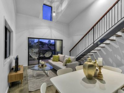 SPACIOUS & BEAUTIFULLY RENOVATED APARTMENT WITH 2 CAR SPACES