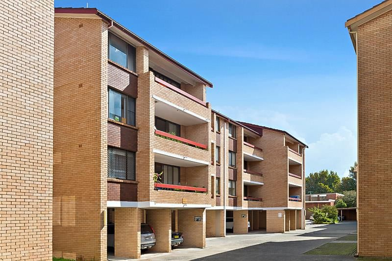 SOLD: Top Floor Strata Unit with Car Space
