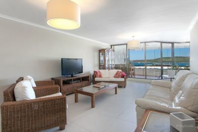 Fully Furnished Apartment With Stunning Harbour Views.