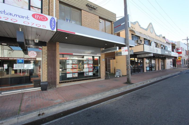LEASED BY RYAN MCMAHON - High Traffic Shop/office with Double Frontage
