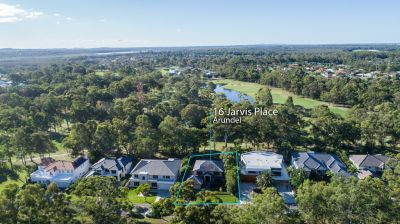 Golf Course Frontage - Superb Family Home with Private Northern Aspect
