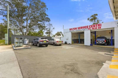 EXCELLENT LOCATION FOR A MOTOR VEHICLE WORKSHOP