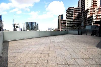SouthbankONE: 8th Floor - Large Private Terrace!