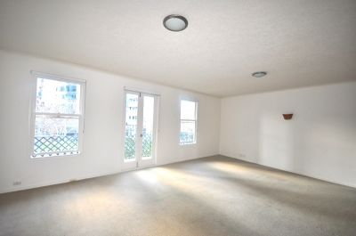 Southside Gardens:  Spacious Three Bedroom Apartment in Southbank!
