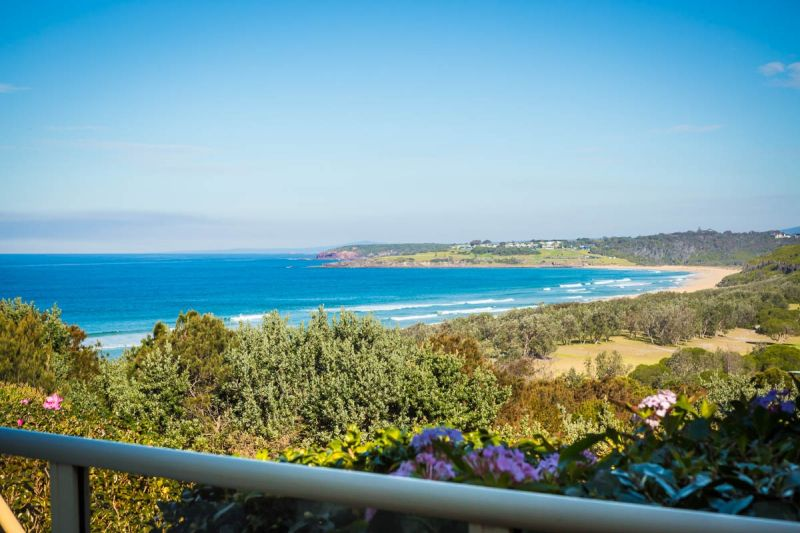 Rare & Sublime Coastline Views, easy Golf & Beach access, Private