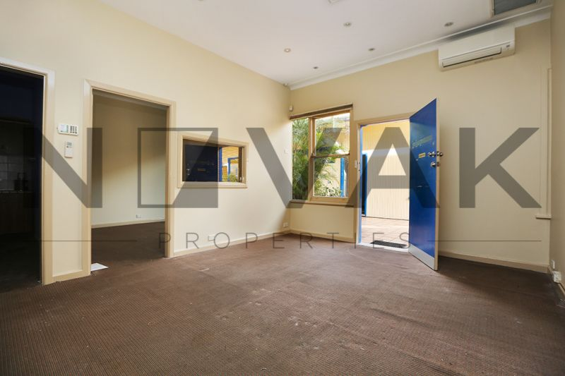 HIDDEN TREASURE IN HEART OF DEE WHY 35 SQM COMMERCIAL SPACE