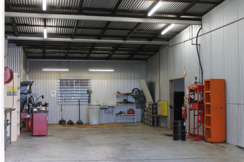 Mechanical Workshop Almost Fully Fitted Out