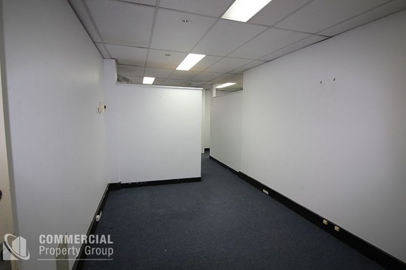 LEASED BY CHRIS WADE - GROUND LEVEL OFFICE