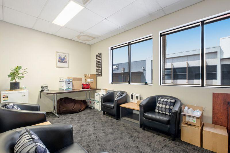 Corporate Banyo Office/Warehouse