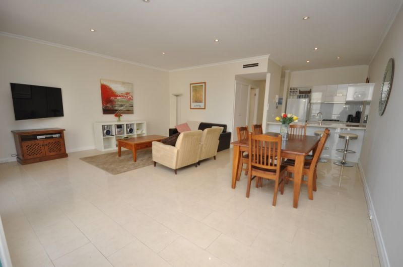 Nicholson Gardens: Furnished Two Bedroom Apartment with Trams at Your Doorstep!