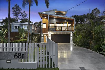 The Rainworth Residence: Fabulous Contemporary Graya in a Blue Chip Location